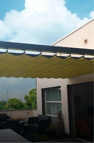 Par son système de toile repliable, il s'invite dans tout type d'espace et garantit un air de vacances au quotidien