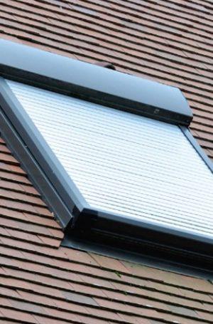 Le volet motorisé des fenêtres de toiture
